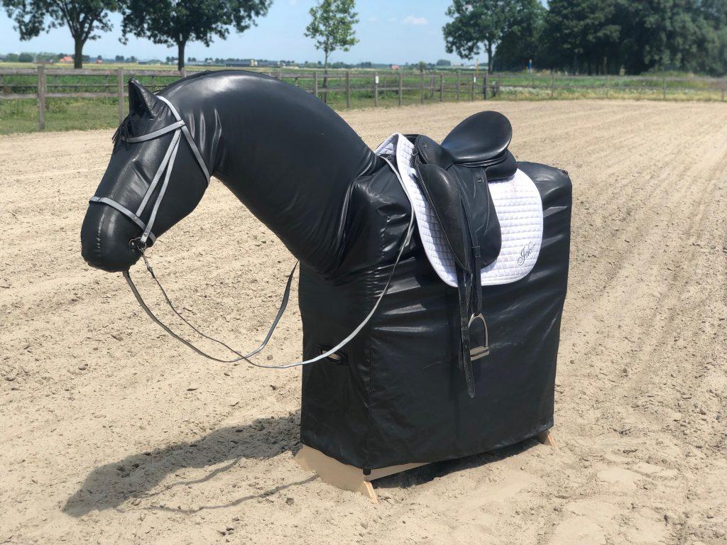 Joker, the horse simulator, compenseert niet zoals een echt paard doet voor jou.