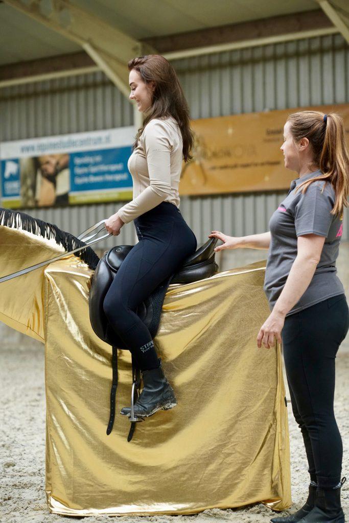 Onderzoek bewijst dat Jokert de leerling sneller de juiste houding en zit te paard leert